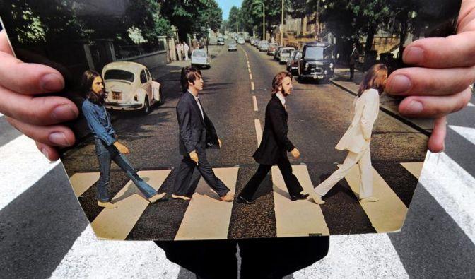 46.000 Dollar für John Lennons Anzug (Foto)