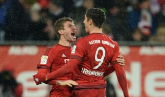 3:1-Erfolg!Thomas Müller und Robert Lewandowski gegen Augsburg im Tor-Rausch. (Foto)