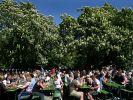 200 Jahre Biergarten - Lebensfreude unter Kastanien (Foto)