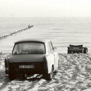DDR-Bürger versuchten übers Meer nach Dänemark zu flüchten. Der Trabbi blieb am Strand zurück.