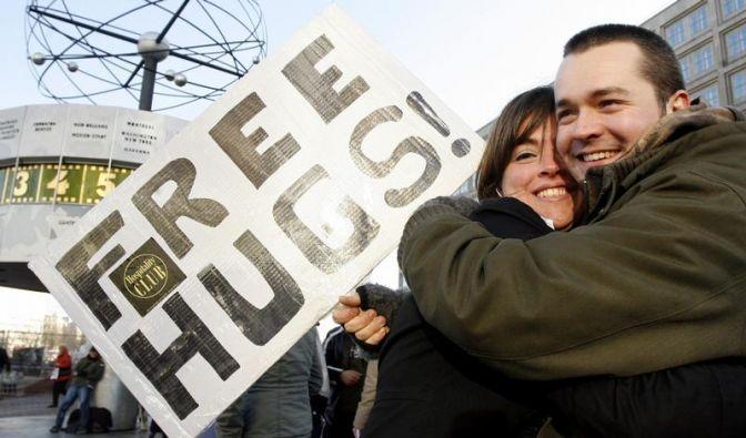 25 Jahre Umarmungen gratis (Foto)