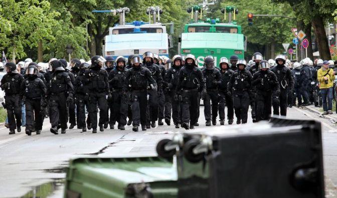 38 verletzte Polizisten nach Nazi-Aufmarsch in Hamburg (Foto)