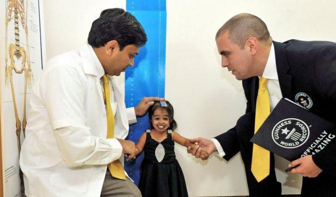 62,8 Zentimeter: Kleinste Frau der Welt gekürt (Foto)