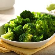 Der regelmäßige Genuss von Brokkoli kann helfen, das Risiko für Magenkrebs zu senken.