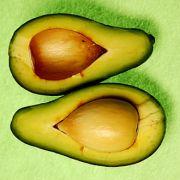 In Mexiko, der Urheimat der Avocado, werden die Früchte als Butter des Waldes bezeichnet, weil sie in vollreifem Zustand wie Butter aufs Brot geschmiert werden können.