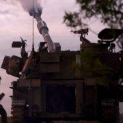 Israelische Artillerie feuert auf Gaza.