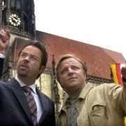 Jan Josef Liefers (links) ist den Fernsehzuschauern als skuriller Gerichtsmediziner Professor Karl-Friedrich Boerne aus dem Münsteraner Tatort bekannt. Gemeinsam mit Hauptkommissar Frank Thiel alias Axel Prahl (rechts) geht er zwei Mal im Ja