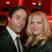 Jan Josef Liefers (46) und Anna Loos (40) gelten als Traumpaar des deutschen Films. Sie lernten sich am Set der Fernsehkomödie Halt mich fest kennen. Die beiden hielten auch danach weiter aneinander fest.