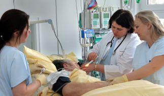 Wer nach den ersten Vorboten sich auf einer neurologischen Station behandeln lässt, kann einen Schlaganfall verhindern. (Foto)
