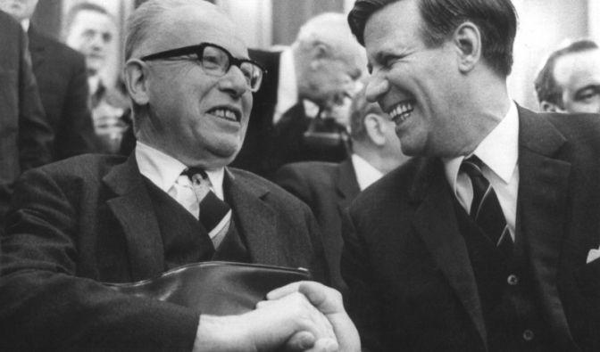 Helmut Schmidt und Gustav Heinemann (Foto)
