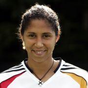 Im März 2007 gibt Steffi Jones ihren Rücktritt aus der DFB-Elf bekannt.
