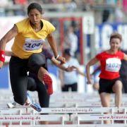 Für die Sendung Star-Leichtathletik mit Jörg Pilawa nimmt Steffi Jones im Juli 2005 am 100-Meter-Hürdenlauf in Braunschweig teil.