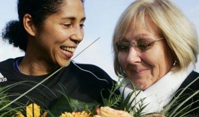 Steffi Jones und ihre Mutter Lilo.