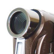 Äußerlich ansprechender und mit etwas hochwertigerer Technik kommt der PocketDV AHD300 daher. Neben 720 Bildzeilen nimmt der handliche Camcorder auch Videos mit 1080 Bildzeilen auf  allerdings nicht im Full-HD-Verfahren wie der Samsung. Dafür hat e