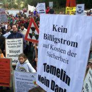 Weil Temelin im Grenzgebiet liegt, protestieren auch Deutsche und Österreicher gegen die Anlage.