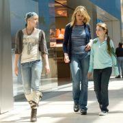 Mutter Sara mit ihren Töchtern Kate und Anna