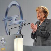 Sie folgt ihrem Wirtschaftsminister und ist entsprechend Magna-Fan: Kanzlerin Angela Merkel (CDU).