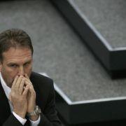 Er bangt insbesondere um die Arbeitsplätze im Eisenacher Werk: Thüringens Ministerpräsident Dieter Althaus (CDU).