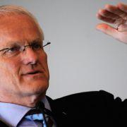 Nordrhein-Westfalens Ministerpräsident Jürgen Rüttgers (CDU) ist in Sachen Opel insofern parteiisch, als dass derzeit gut 2000 Mitarbeiter im Bochumer Werk arbeiten.