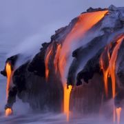 Beim Vulkan ist die Hitze zu hoch, da schmilzt die Metallspeicherplatte und die Daten sind weg. Bei Hausbränden oder wenn Festplatten durch Überpannung angeschmort sind, stehen die Chancen für eine Datenrettung gut.