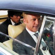 Boris Becker (r.) und sein Sohn Noah Gabriel Becker auf dem Weg zur Kapelle Regina Pacis.