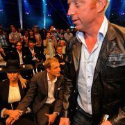 Boris Becker würdigt seine Ex Sandy keines Blickes.