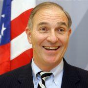Der Neutrale. Fred Irwin, Chef der amerikanischen Handelskammer in Deutschland leitet als Unparteiischer die Opel-Treuhand-Gesellschaft.