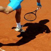 Wenn die Rückhand nicht richtig sitzt, dann kann Tennis sehr schmerzhaft werden.