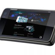 Möglich macht's das auf Linux basierende Maemo 5, das anstelle von Symbian zum Einsatz kommt.