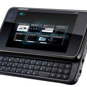 Die ausklappbare Tastatur ermöglicht schnelles und präzises Tippen. Nachteil: Durch die zusätzliche Technik wird das Gerät dicker und schwerer.