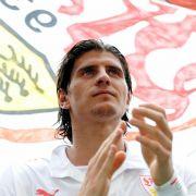 Mario Gomez Wechsel zum FC Bayern München wurde dem VfB Stuttgart mit 30 Millionen Euro versüßt. Er ist gesetzt und knüpft mit Toren an seine tolle Saison in Stuttgart an.