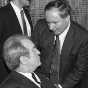 Bei einer Beratung von Ministerpräsidenten 1986 mit Johannes Rau in Bonn.