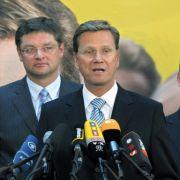 Wir haben uns als FDP praktisch verdoppelt. Siegestrunken gibt sich auch FDP-Chef Guido Westerwelle - obwohl es weder im Saarland noch in Thüringen für Schwarz-Gelb reicht.
