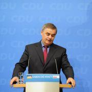 Das wir diese Verluste erleiden, damit haben wir nicht gerechnet. Es sind schmerzliche Verluste. Immerhin er findet klare Worte für seine Niederlage: Der Noch-Ministerpräsident im Saarland, Peter Müller (CDU).