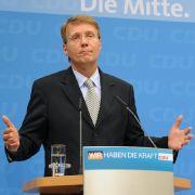 Wir können aus den Daten, die bis jetzt veröffentlicht wurden, sehen, dass die Zufriedenheit der Menschen in den beiden Bundesländern nicht so ausgeprägt war wie vor fünf Jahren. CDU-Generalsekretär Ronald Pofalla - ein Meister in der rhetor