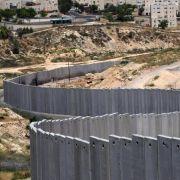 Die Israelische Sperranlage am nördlichen Stadtrand von Jerusalem.