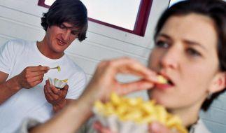 Keine gute Idee: Pommes kurz vor dem Sport belasten den Körper bei der kommenden Anstrengung zu sehr. (Foto)