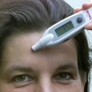 Wer auf Hormonpräperate verzichten möchte, kann es auch mit der Temperaturmethode versuchen oder die unfruchtbaren Tage ausrechnen.