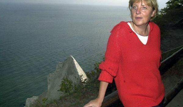 Heimspiel: Angela Merkel auf Rügen bei einer Wanderung durch den Nationalpark Jasmund während des Bundestagswahlkampfs 2002.