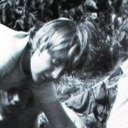 Kindheit in der Uckermark: Merkel als Angela Kasner kurz nach dem Abi im Juli 1973. Beim Camping in Himmelpfort kocht sie ein Essen auf der Feuerstelle.