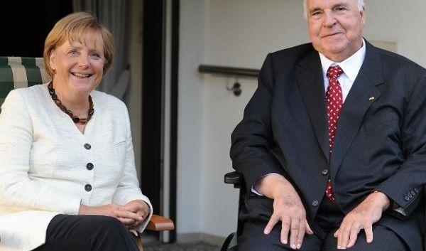 Aus Kohls Mädchen wurde die mächtigste Frau Deutschlands. Im August 2009 besucht Merkel ihren Mentor Helmut Kohl in dessen Haus in Ludwigshafen. Der Altkanzler und seine Nachfolgerin sprachen über den Mauerfall vor 20 Jahren und wie sie pers