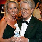 2007 erhielt Elstner beim Bayrischen Fernsehpreis den Ehrenpreis des Bayerischen Ministerpräsidenten für sein Lebenswerk und seine herausragenden Leistungen.