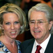 Elstner ist mit Britta Gessler verheiratet.