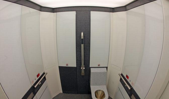 Die nach Firmenangaben modernste vollautomatisch reinigende öffentliche Toilette der Welt. Das WC auf der Prager Straße in Dresden.