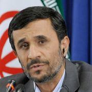 Mahmud Ahmadinedschad, der Präsident des Irans, hat nach der Wahl Demonstranten niederprügeln lassen.
