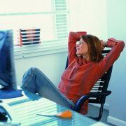 Damit der Alltag am Schreibtisch erdrückend wird, sind kleine Pausen zum Durchatmen angebracht.