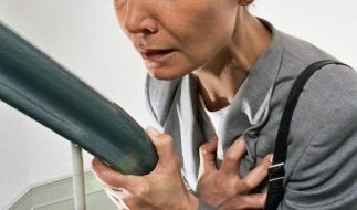 Schmerzen in der Brust können vielfältige Ursachen haben. (Foto)