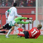 Eigentlich hätte Grafité als zweiter Stürmer die Nummer Elf zugeteilt bekommen müssen - wie der Leverkusener Setfan Kießling (rechts).