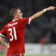 Bastian Schweinsteiger gibt im zentralen Mittelfeld der Bayern die Richtung vor.