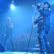 Sänger Klaus Meine (r.) und Gitarrist Rudolf Schenker (M) sind die bekanntesten Gesichter der Scorpions. Seit den 1960er Jahren haben sich die Scorpions zu einer weltweit erfolgreichen Band entwickelt.